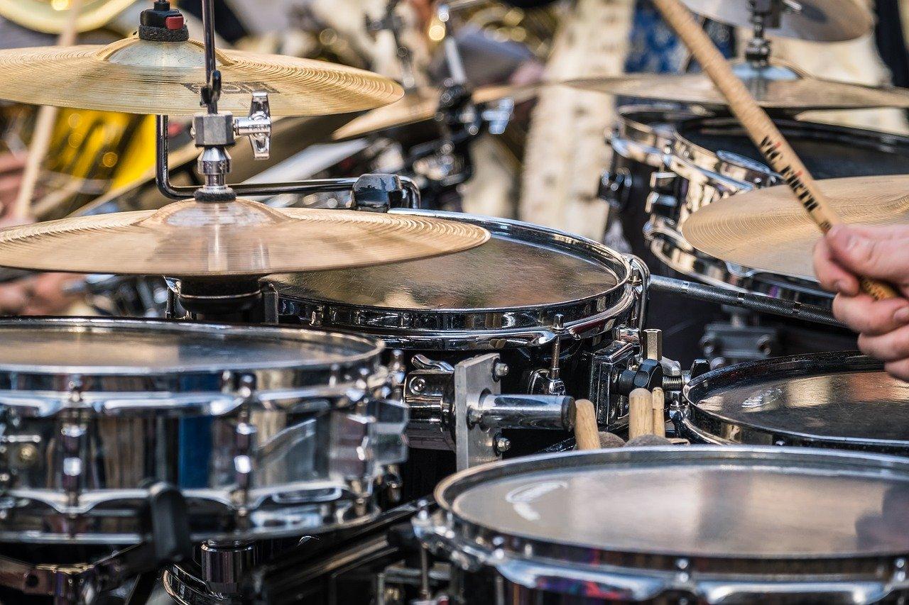 drumset, drums, pool